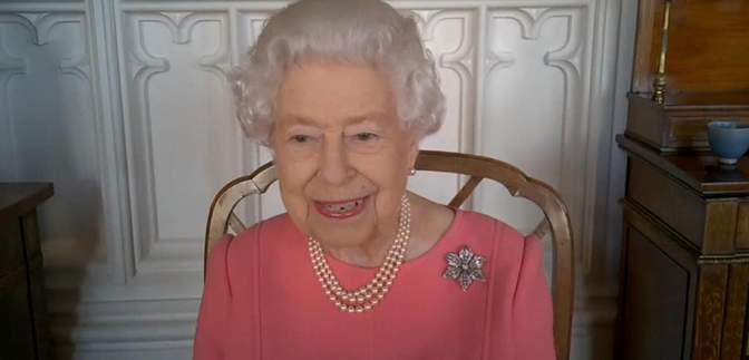 Зовсім не боляче: королева Єлизавета II розповіла, як вакцинувалася від коронавірусу