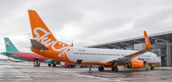 Самолет SkyUp снова застрял по дороге из Занзибара: пассажиры должны ночевать в аэропорту