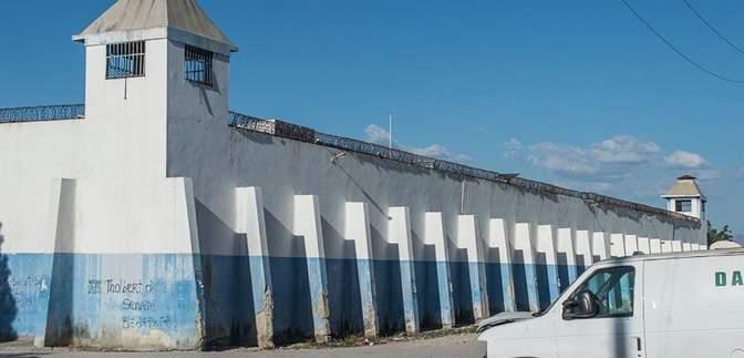На Гаїті сталася масова втеча з в'язниці: понад 400 в'язнів опинилися на волі