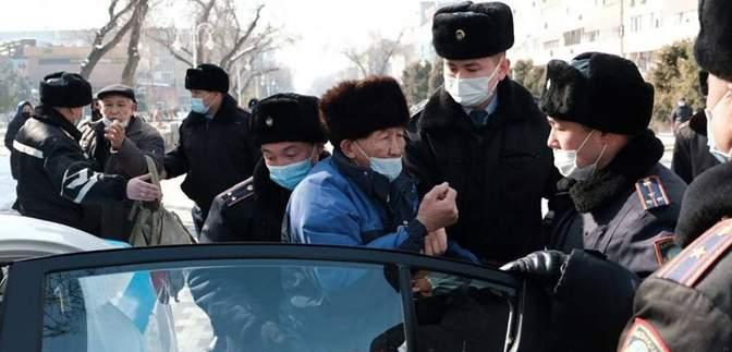 Массовые протесты в Казахстане: силовики жестко задержали более полусотни человек