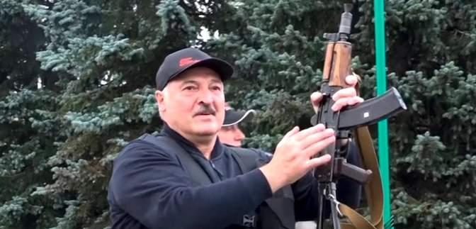 Економіка в руїнах, а Лукашенко сховався у бункер: як у Литві бачать ситуацію в Білорусі