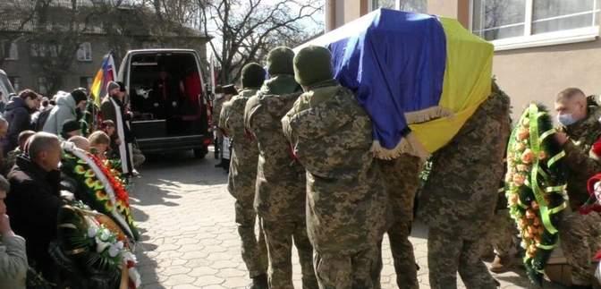 У Херсоні провели в останню путь загиблого на Донбасі бійця Сергія Моісєєнка