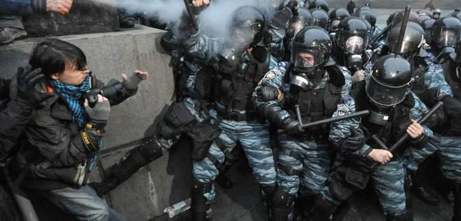 """Справи Майдану: суд дозволив спецрозслідування щодо """"тітушок"""", які допомагали """"Беркуту"""""""