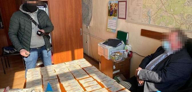 50 тисяч за 3 місяці оренди: на хабарі викрили одного з керівників НАН України – фото