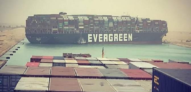 Судно спровокувало затор у Суецькому каналі: ціни на нафту зросли