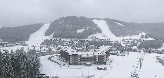 Карпати посеред березня замело снігом: фото, відео