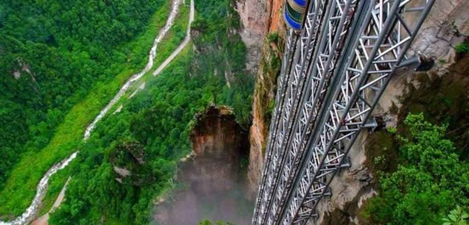Не для слабонервных: необычные лифты планеты, что больше похожи на экстремальные аттракционы