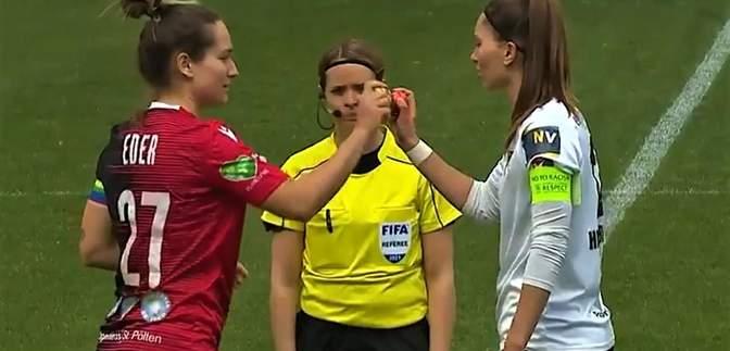 В Австралии капитаны футбольных команд стукнулись пасхальными яйцами перед матчем: смешное видео