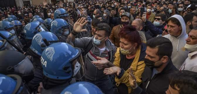 Во время митинга в Риме представители бизнеса столкнулись с полицией