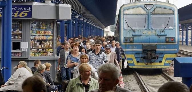 Укрзалізниця відновлює рух поїздів на Закарпатті: список рейсів