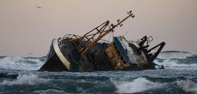 Біля берегів Тунісу затонуло судно: понад 40 мігрантів загинули, зокрема дитина