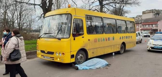 На Львівщині посеред дороги раптово помер водій шкільного автобуса: фото