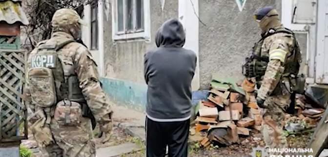 В Черновцах мужчина умер после задержания полицией: дома он имел целую оружейную мастерскую