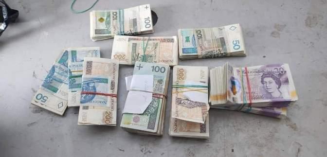 Віз майже мільйон гривень: українські митники вилучили у поляка кругленьку суму – фото