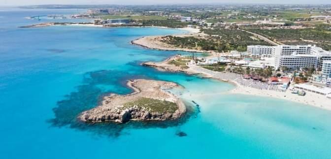 Без ПЛР-тесту і карантину: Кіпр відкривається для вакцинованих від COVID-19 туристів із 65 країн