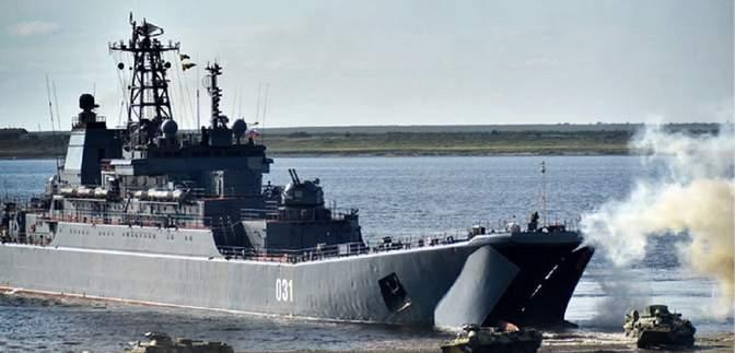 Россия в Черном море оставила два больших десантных корабля