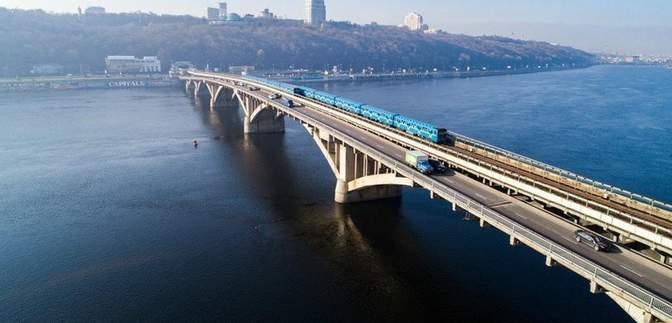 В Киеве почти на неделю ограничат движение по мосту Метро: карта и даты ремонта