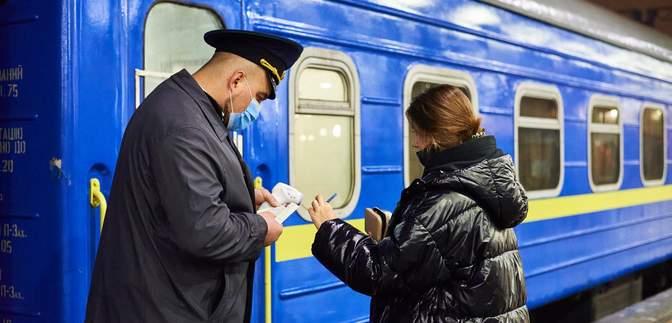 """""""Укрзалізниця"""" анонсувала """"рейди"""" в потягах на свята: що перевірятимуть"""