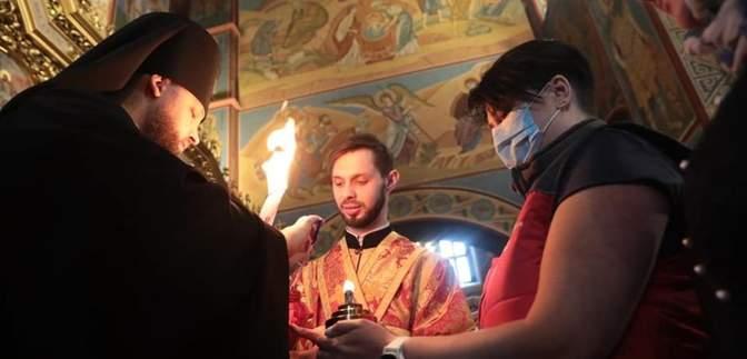 ПЦУ отримала Благодатний вогонь: фото та відео