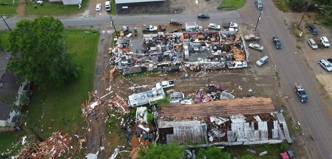 Мощный торнадо в Джорджии унес жизни двух человек: фото, видео