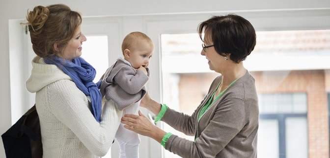 Как выбрать няню для ребенка: на что обращать внимание и какие вопросы задавать