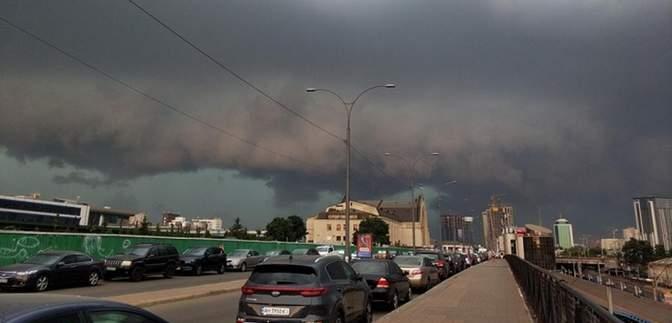 І рівень небезпечності: киян попереджають про грози та погіршення погоди