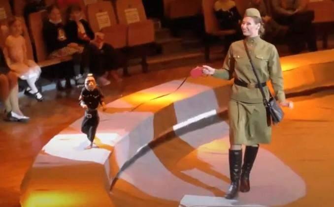У Росії тварин у цирку одягнули у костюми нацистів