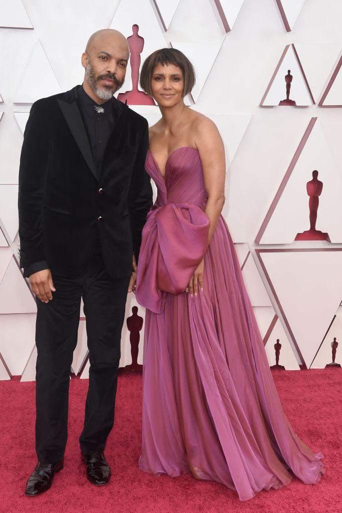 Розкішні пари на червоній доріжці / Getty Images