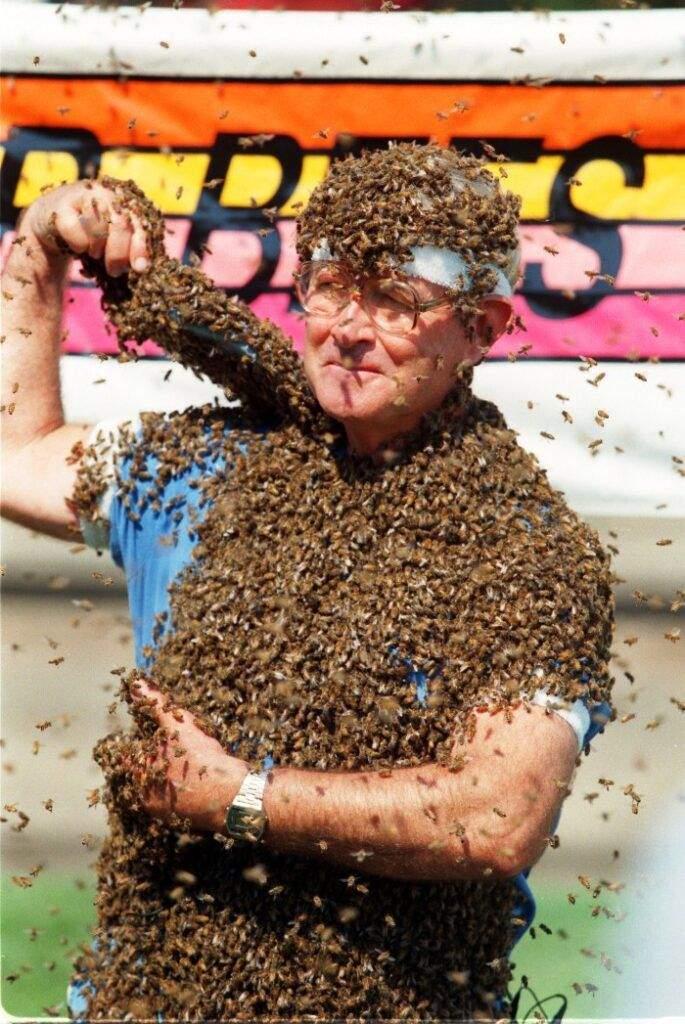 Управитель бджолами