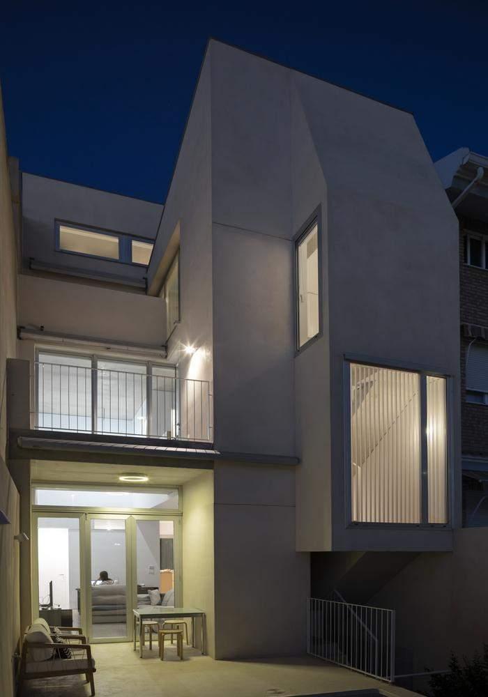 Мінімалістичний зовнішній вигляд будівлі / Фото Archdaily