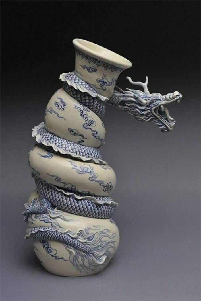 Китайская ваза, на которой развивается целый сюжет