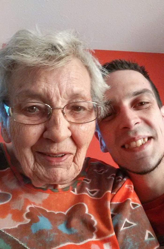 Як наші дідусі та бабусі використовують сучасні технології
