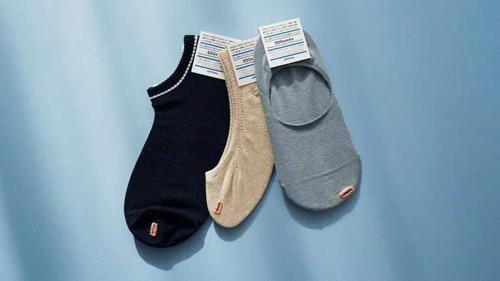 Дизайнер представил носки с дыркой на большом пальце