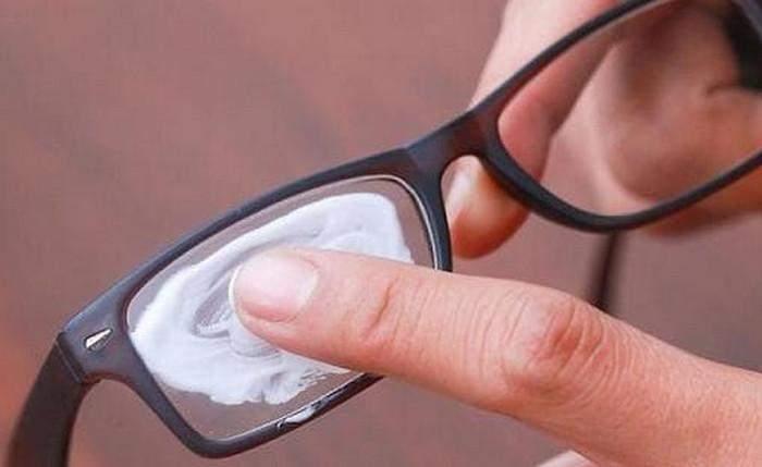 Витираємо окуляри