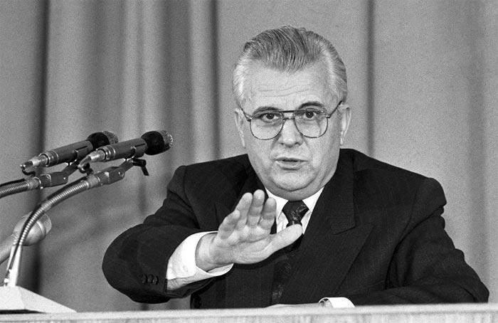Кравчук будував кар'єру у ЦК Компартії України.