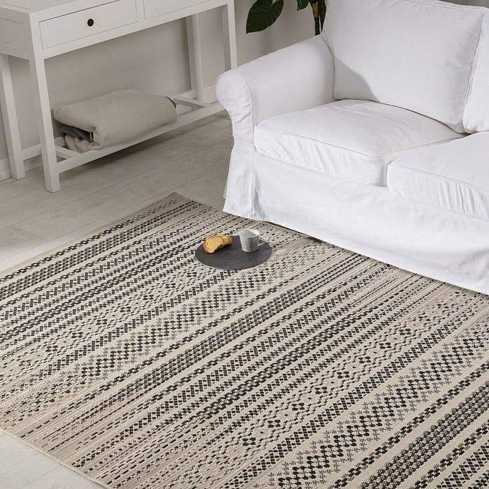 Стильный узор на ковре