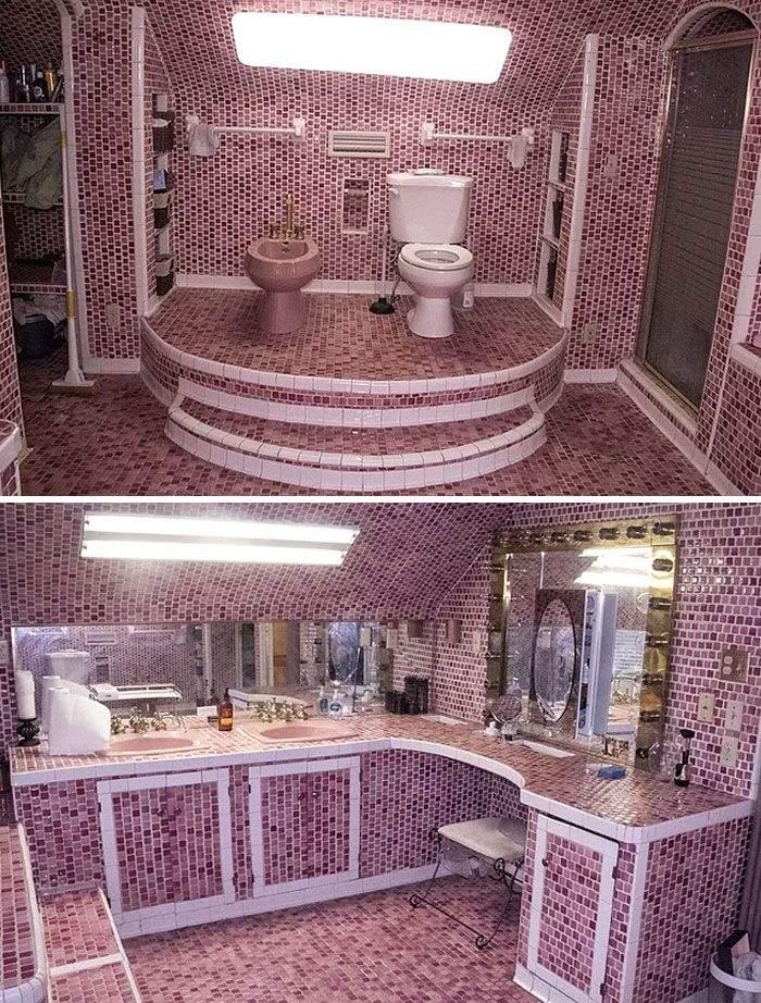 Здесь прекрасно все – туалет на троне, розовый цвет и мозаика