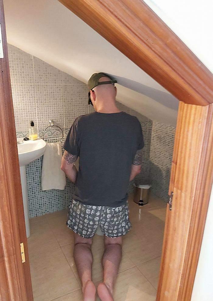 Именно такая ванная комната ждала гостей квартиры с Airbnb