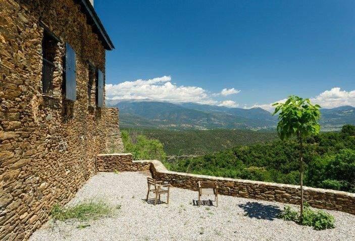 Тиха тераса із гірським пейзажем / Фото Dwell