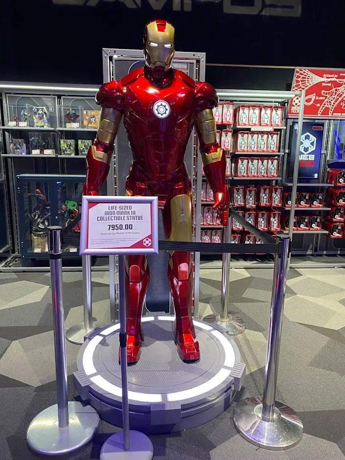 Для відданих прихильників Marvel: у Діснейленді продають повнорозмірну статую Залізної людини