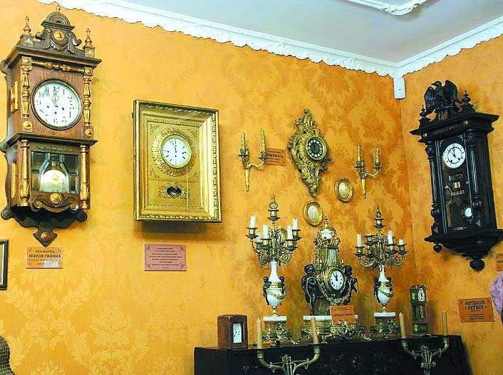Тут багато розкішних годинників
