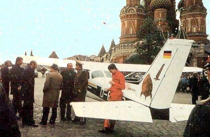 Матіас Руст літак на красній площі