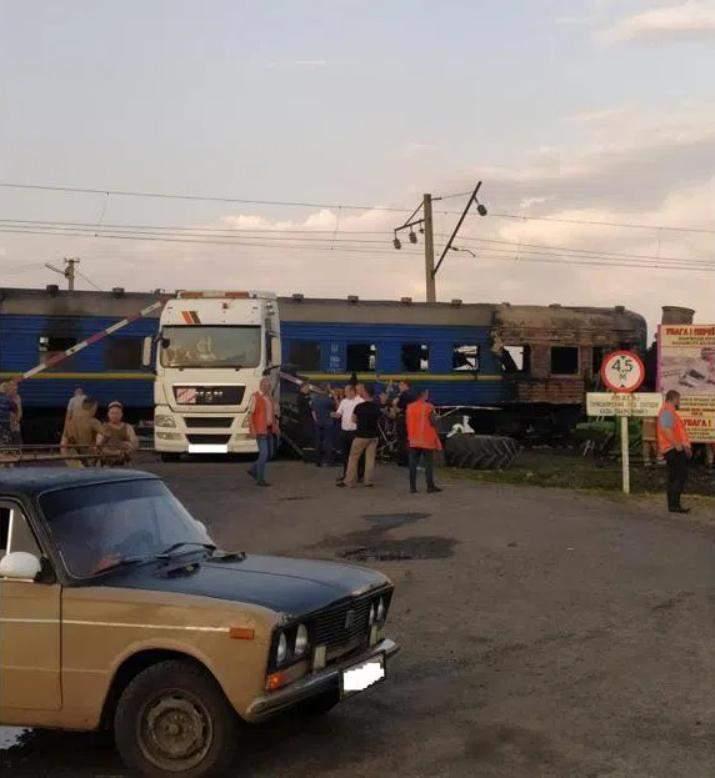 На Полтавщині потяг врязався в вантажівку