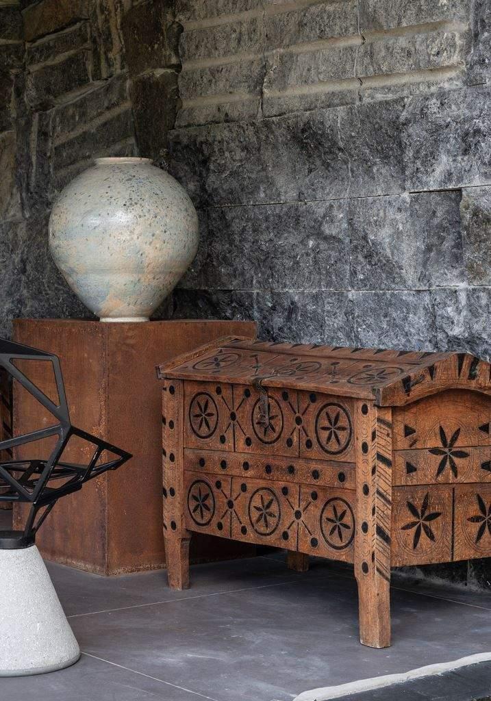 Скрізь в домі можна побачити колекційні предмети