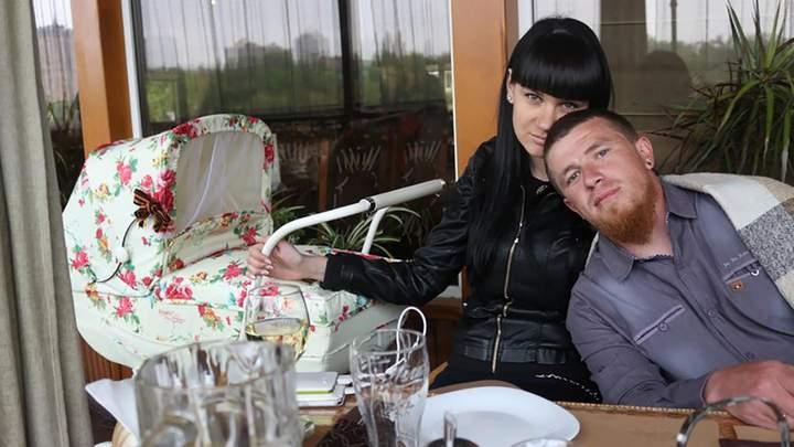 александр курдюмов с женой фото азалией