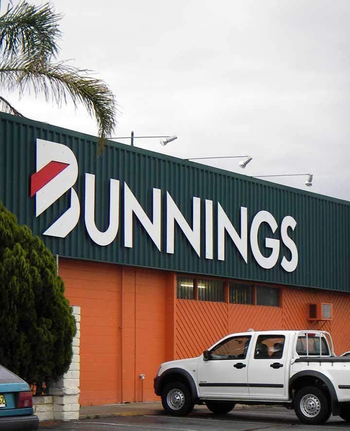 Дівчина влаштувалась у магазин мережі Bunnings