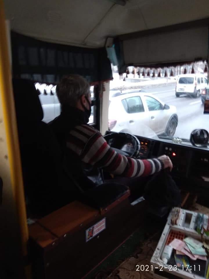 У Києві водій маршрутки №239 нахамив дідусю з дітьми