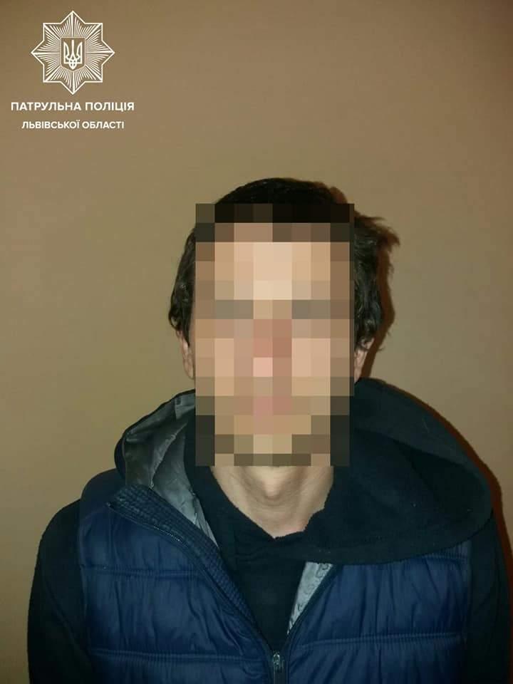 Полум'яний сюрприз: у Львові чоловіки спалили львів'янці балкон – фото