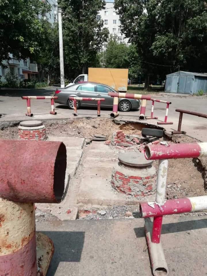Автомобіль провалився в колектор в Одесі