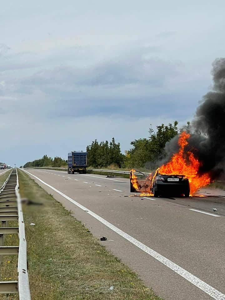 Авто загорілося пісдя зіткнення